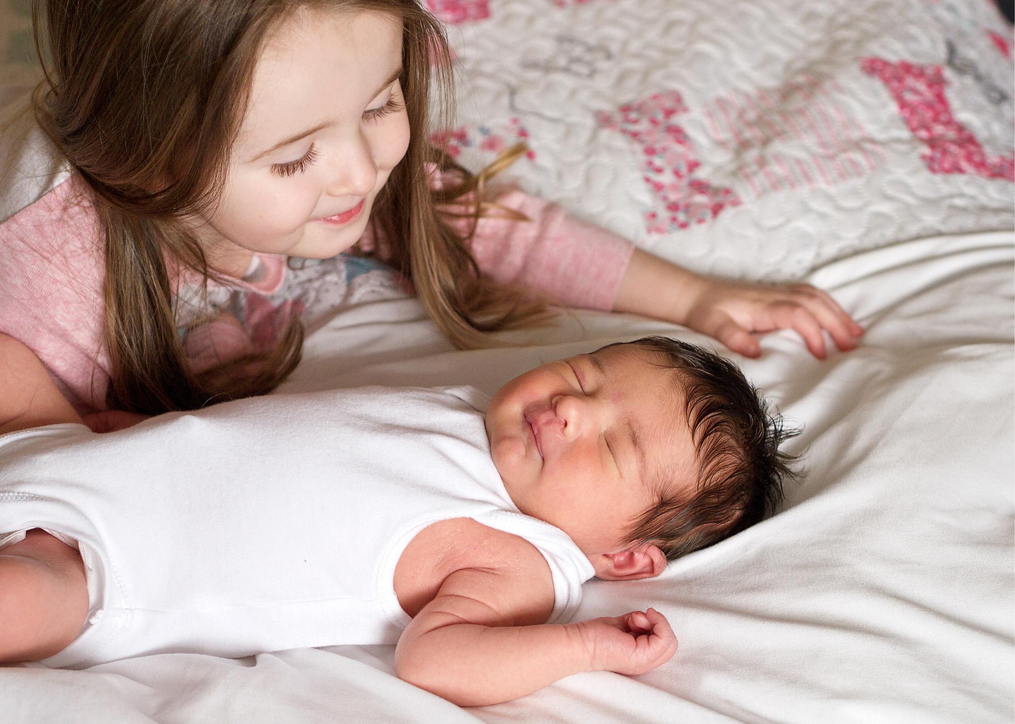 newborn_sister